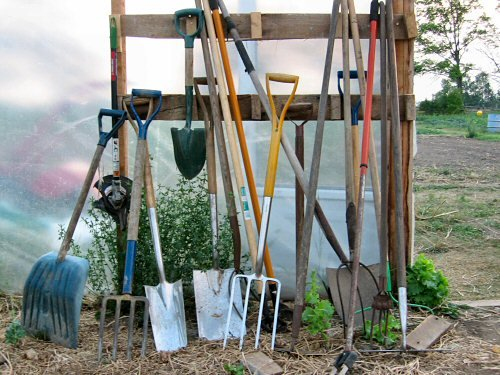 hand-tools-for-gardening