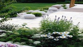 White Flowers For Shimmering Garden Design